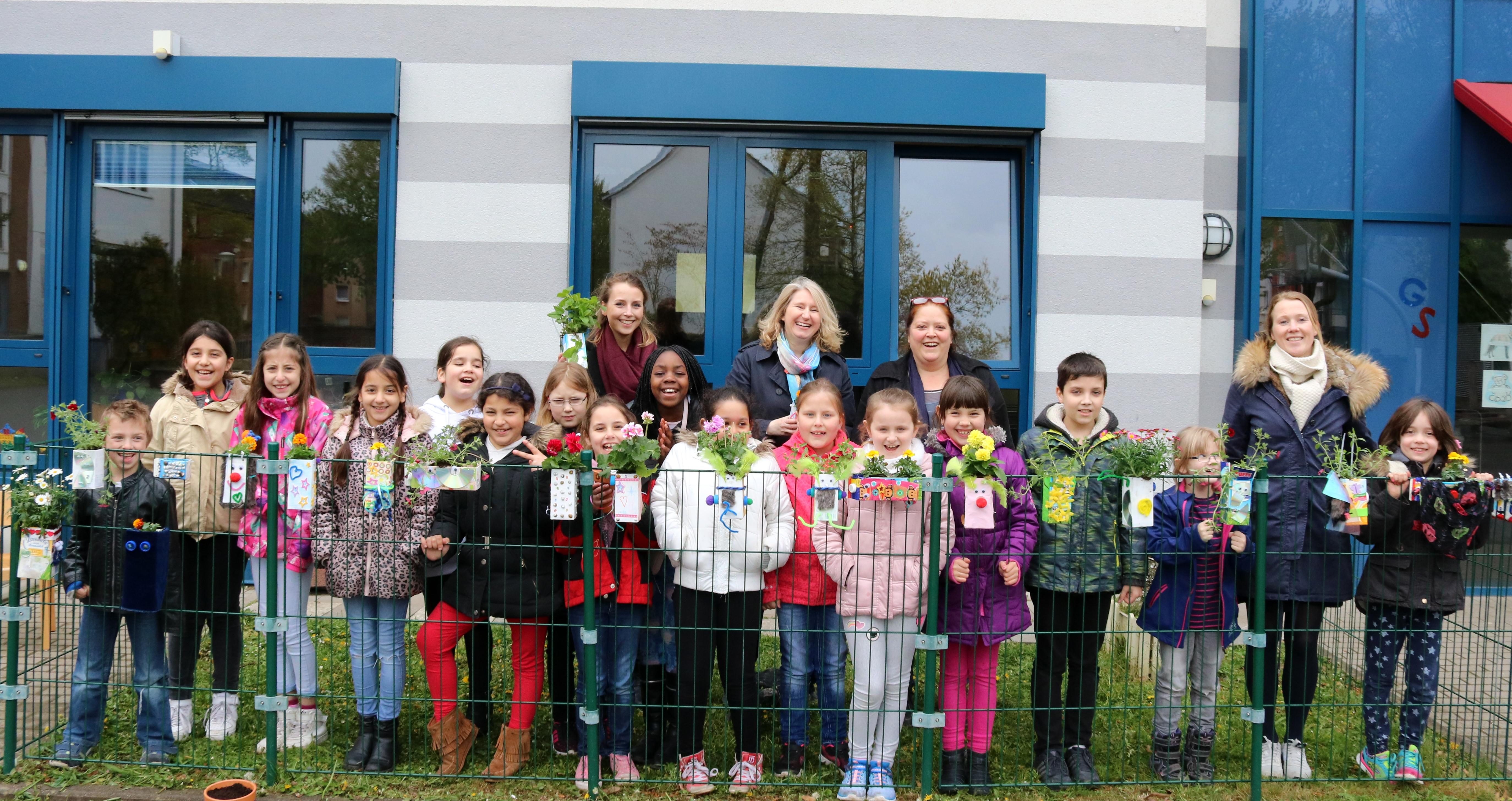 Engagement lernen - Schule an der Rahmstraße - Pflanzaktion (Foto Hendrik Rathmann) (77)